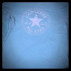 Woman's baby blue converse T